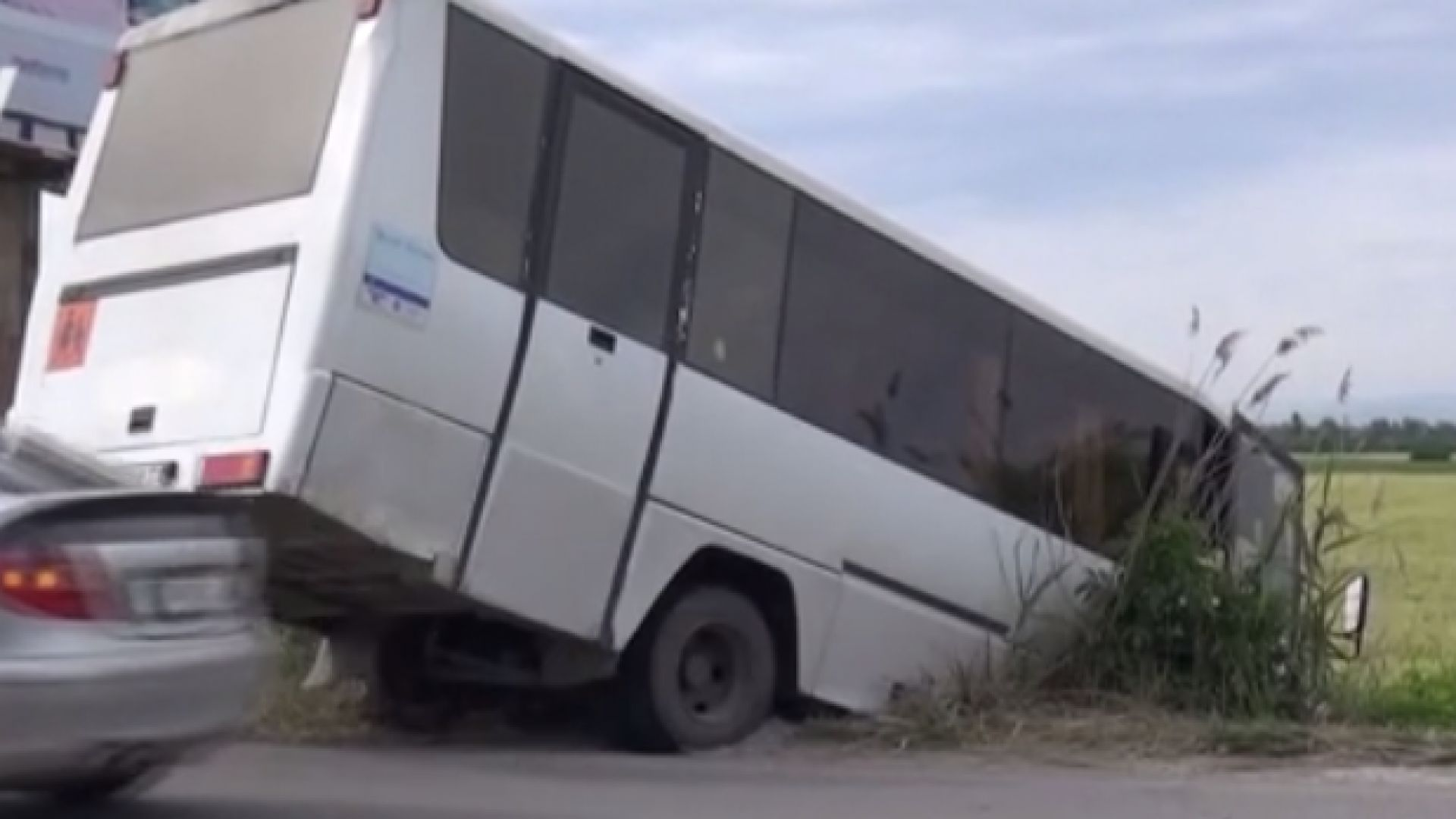 Автобус по линия Пещера - Пловдив с петима пътници пропадна