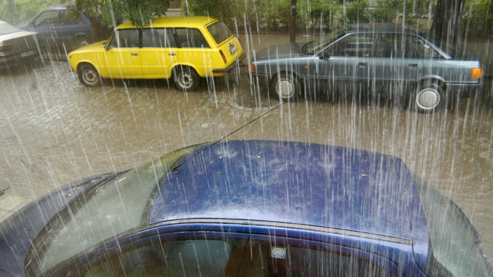 Дъждове, гръмотевици и градушки през цялата седмица