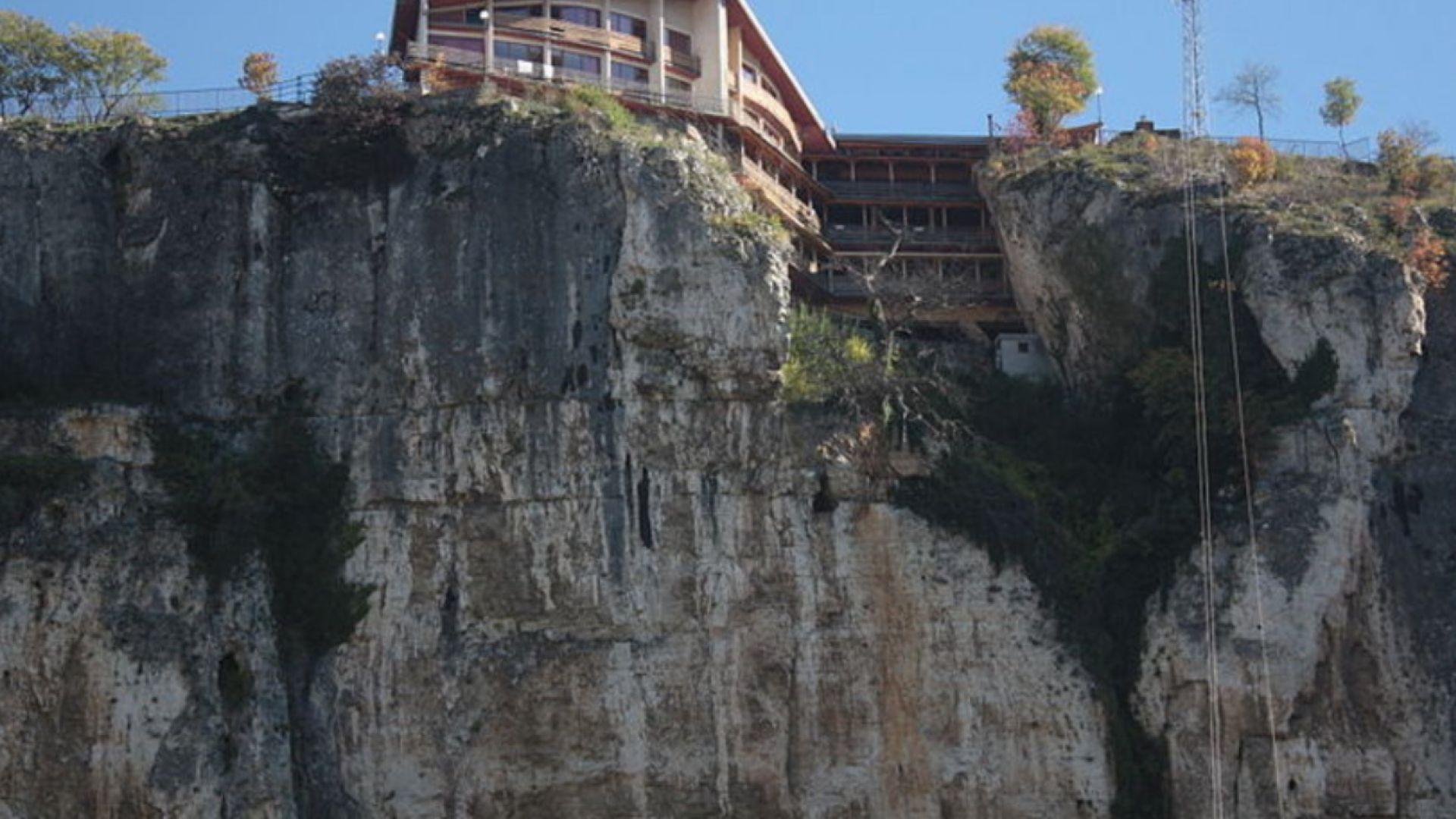 Туристка загина след падане до Националния пещерен дом край Карлуково