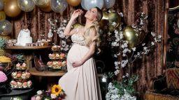 Бременната плеймейтка Ася Капчикова с непоказвани снимки от рождения си ден