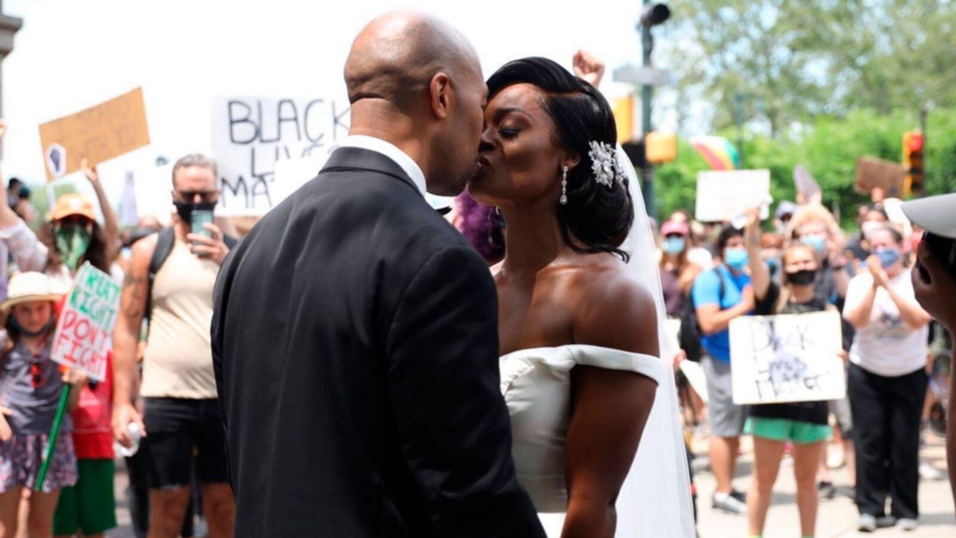 Младоженци отпразнуваха сватбата си на протест в памет на Джордж Флойд (видео)