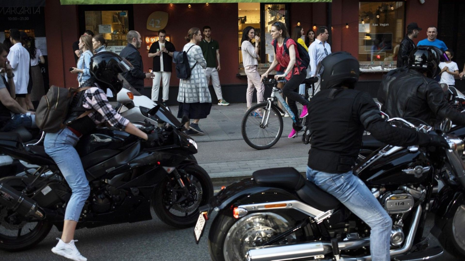 Москва излезе от ограниченията, въпреки че броят заразени расте
