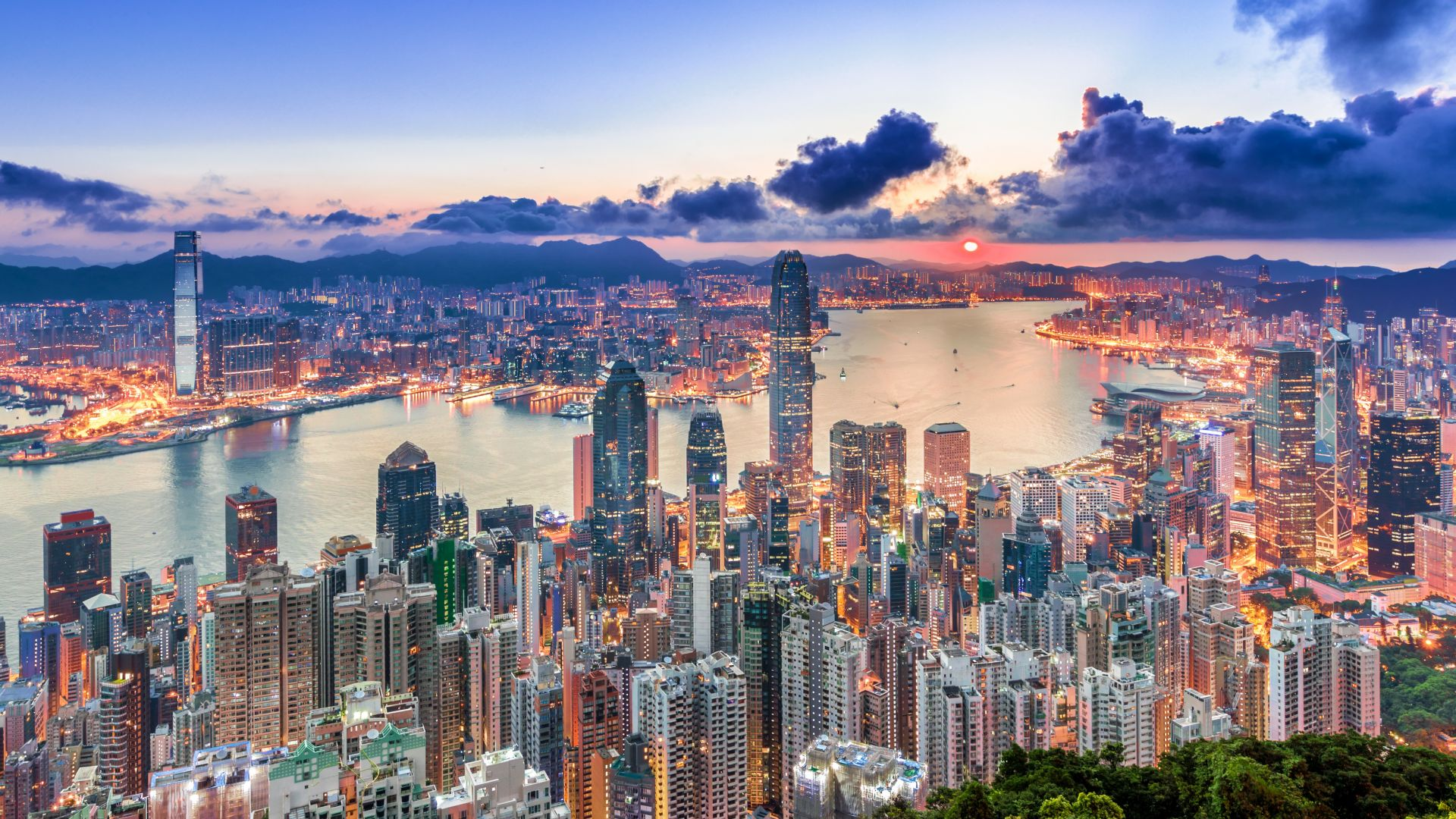 Сингапур и Хонконг отложиха плановете за свободно пътуване със самолет помежду си