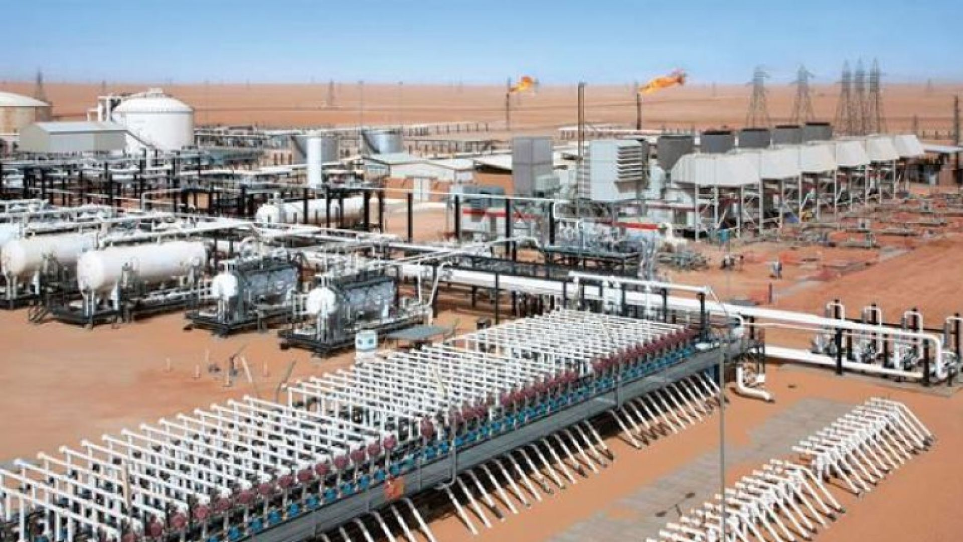 Въоръжена групировка блокира работата на петролна база в Либия