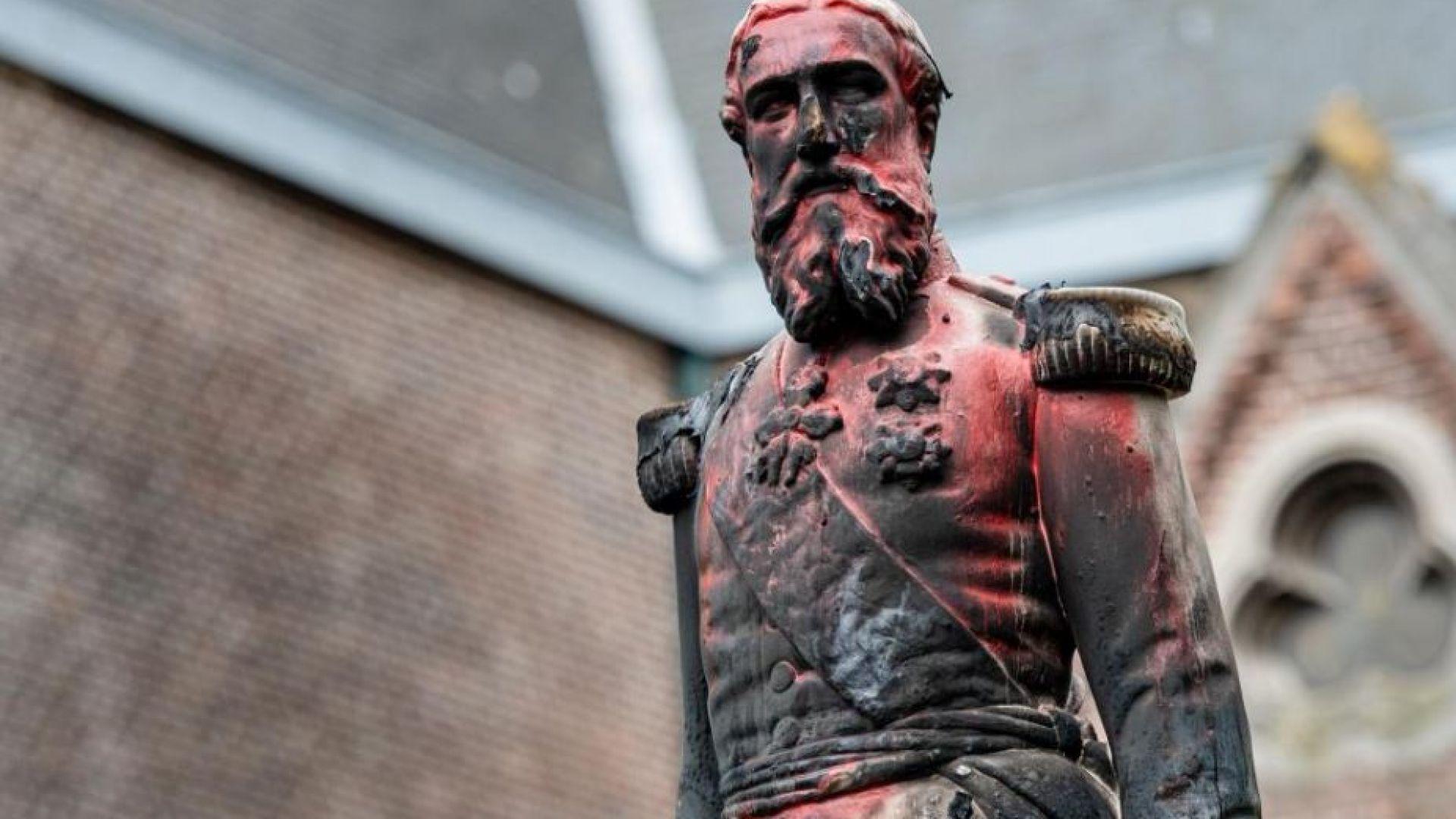 Махнаха статуята на крал Леополд Втори от площада в Антверпен (видео)
