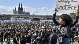 По време на масовите протести в Германия - отменена българска сватба и глоби