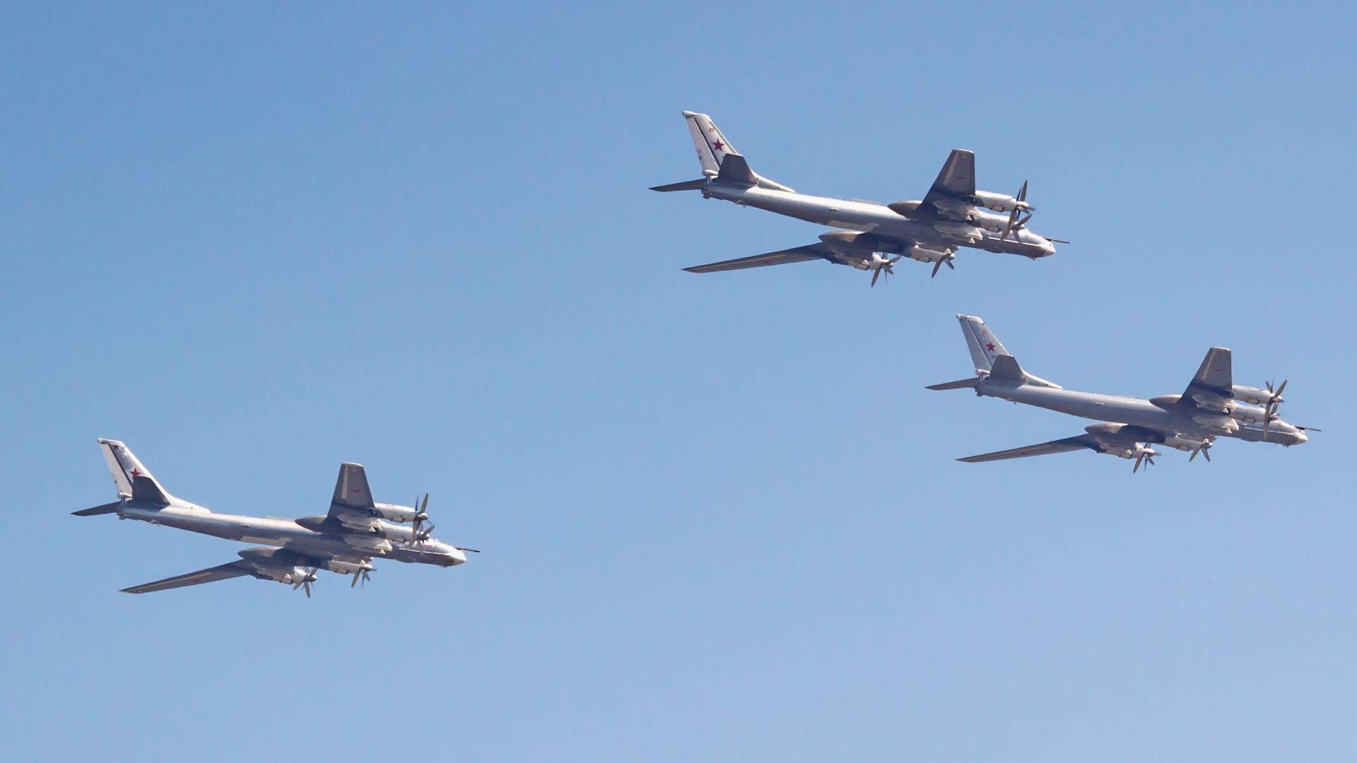 Американски изтребители прихванаха четири руски Ту-95МС до Аляска