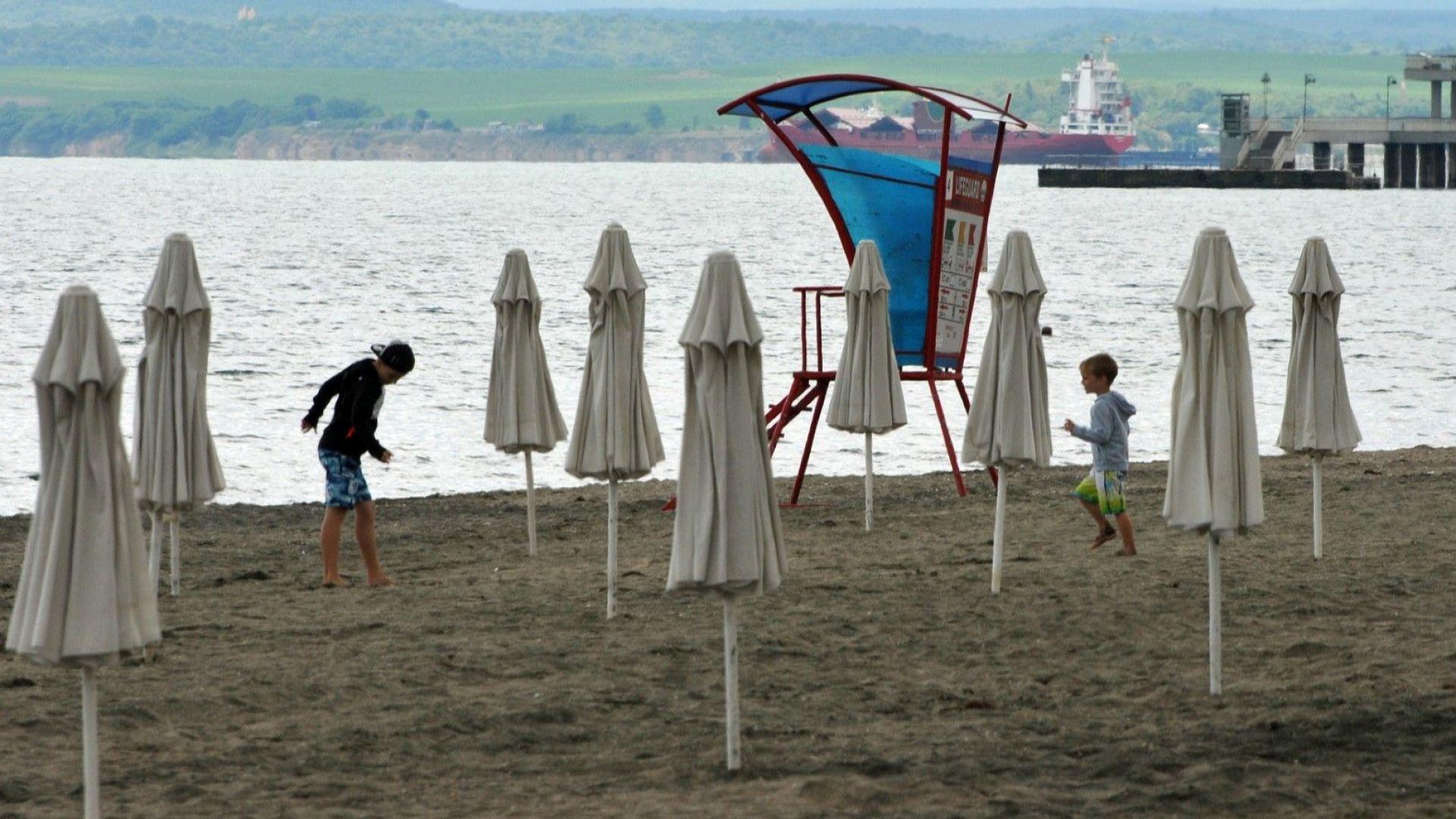 98% спад на чартърите за Бургас – пусти плажове и затворени хотели