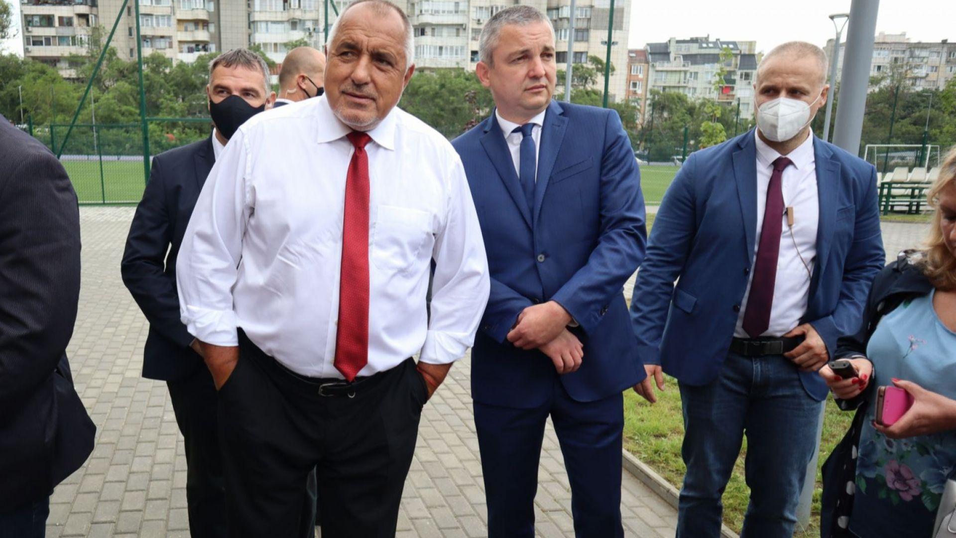 Борисов на проверки във Варна, след това гледа учение с ракети (видео+снимки)