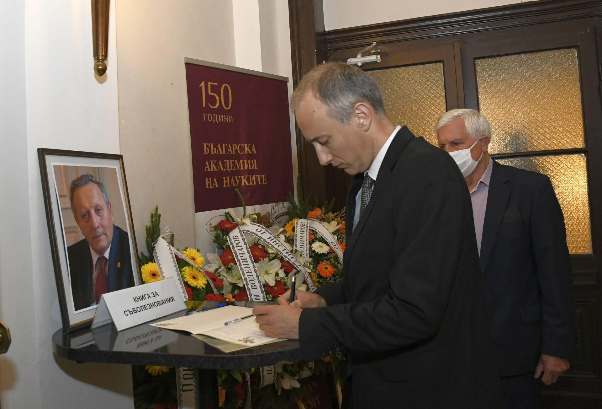 Министърът на образованието Красимир Вълчев на поклонението