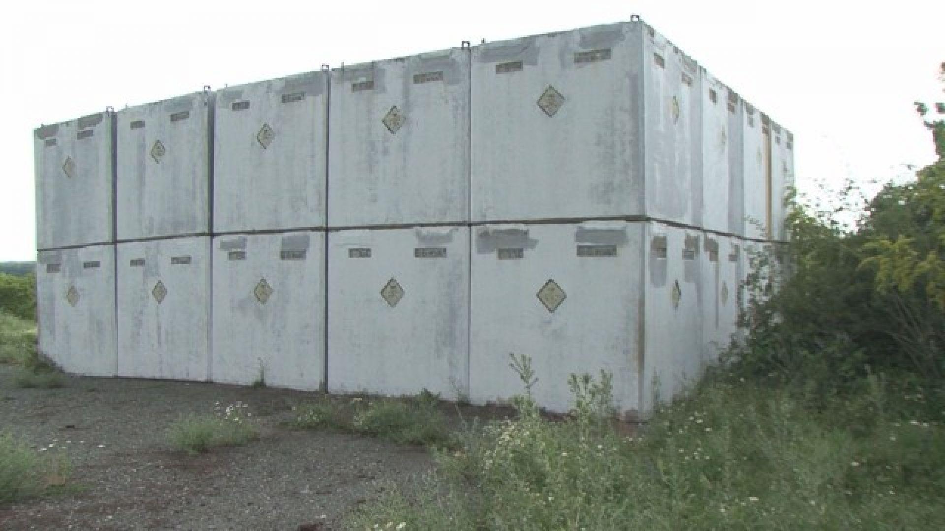 Kорозирали кубове с химически отпадъци тровят Средец