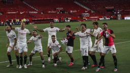 """Фенове край стадиона, """"пикселизирани"""" агитки и два гола - Ла Лига се завърна"""