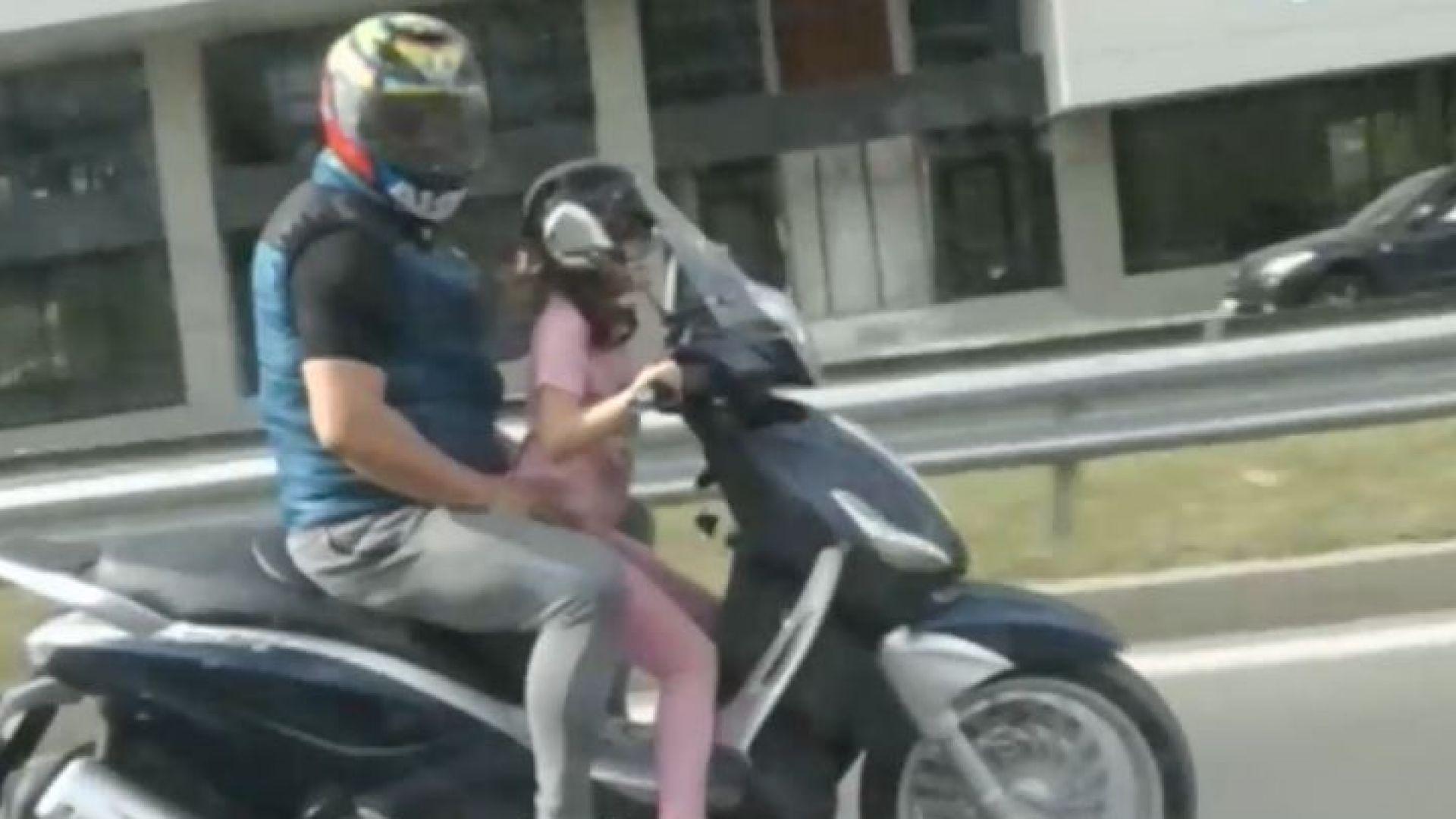 Дете вози мъж на скутер на Околовръстното, бивш министър ги снима