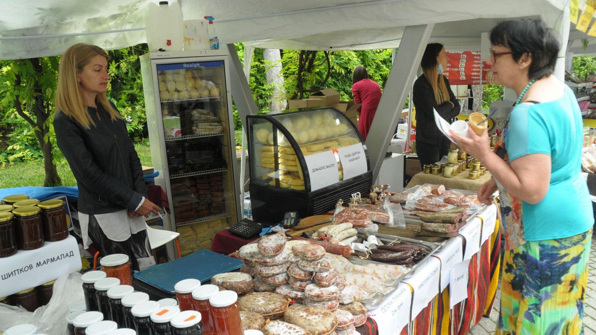 70 занаятчии и биопроизводители участват на базар в Бургас