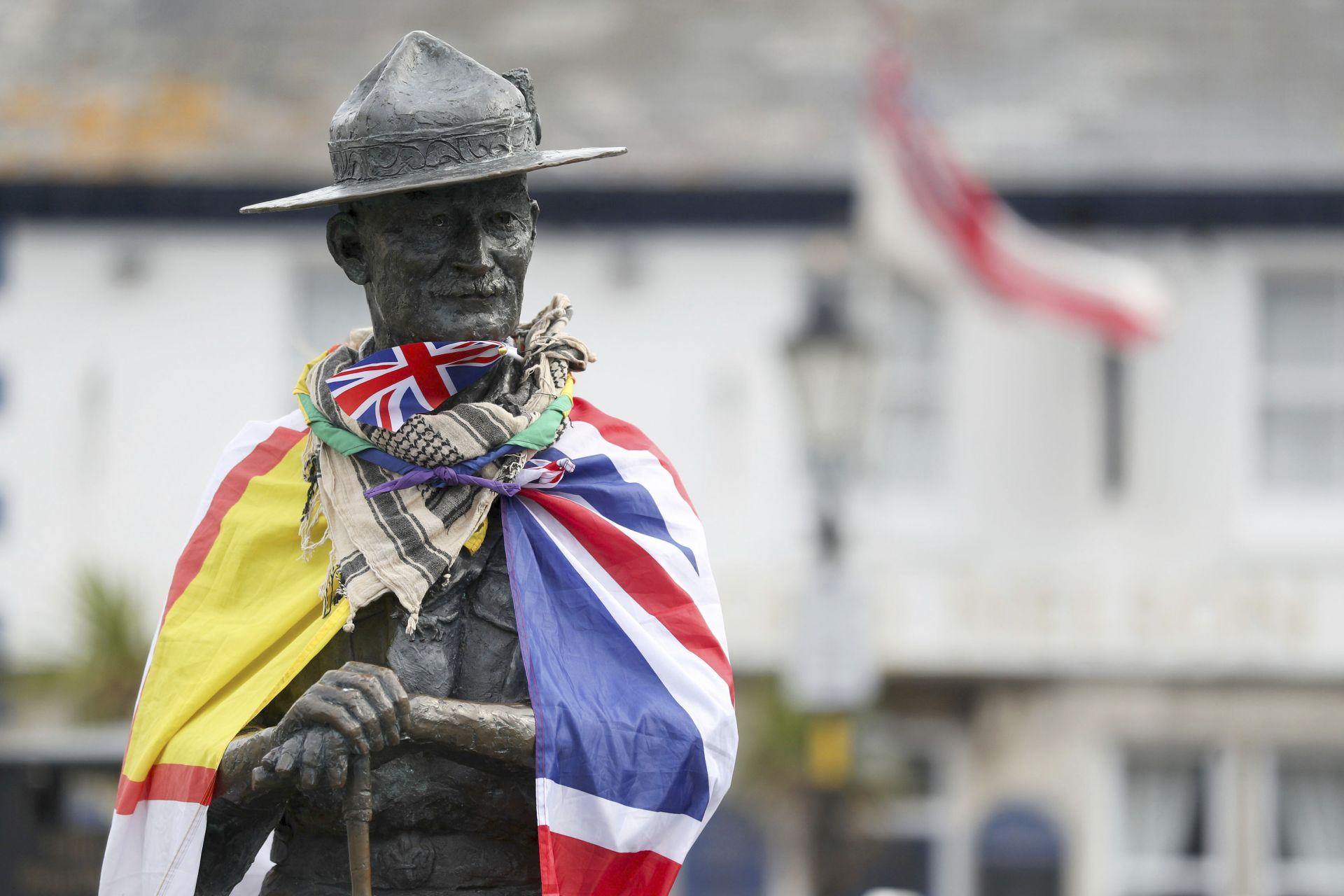 Местните власти в южния английски град Пуул ще премахнат статуя на Робърт Баден-Пауъл, основател на скаутското движение, заради расистките му възгледи и подкрепата му за Хитлер и фашизма
