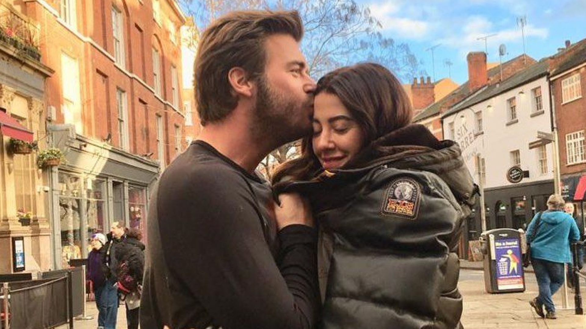 Къванч Татлъту и съпругата му дариха 300 хил. турски лири за борбата с пожарите в Турция