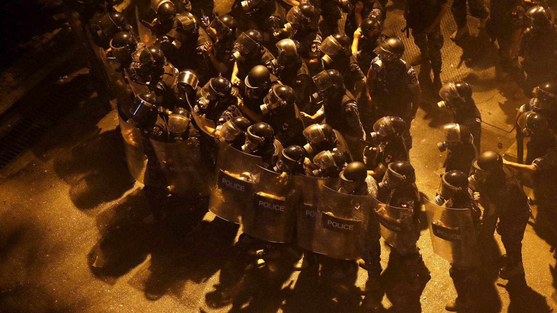 Нови безредици с пожари и сблъсъци при протестна вълна в Ливан (снимки)