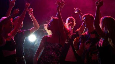 2500 души си спретнаха незаконно рейв парти във Франция