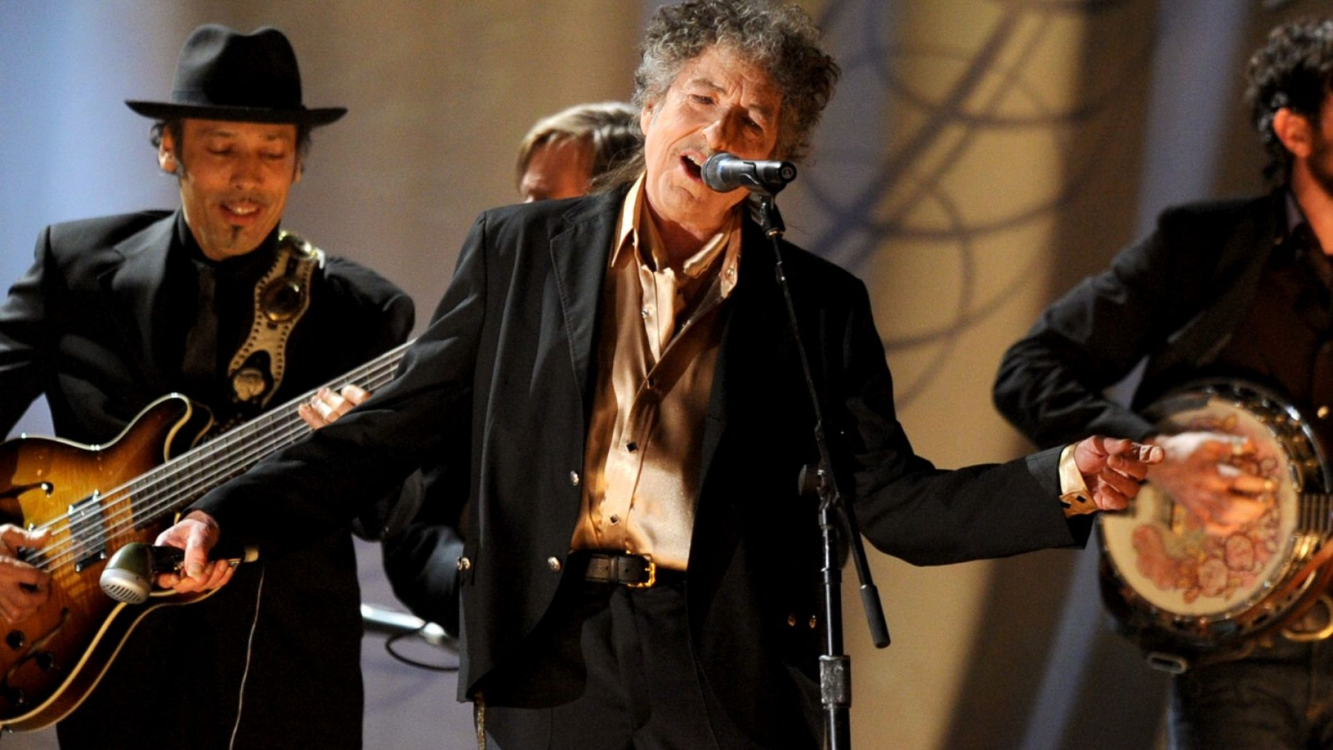Албум на Боб Дилън за девети път оглави британската класация