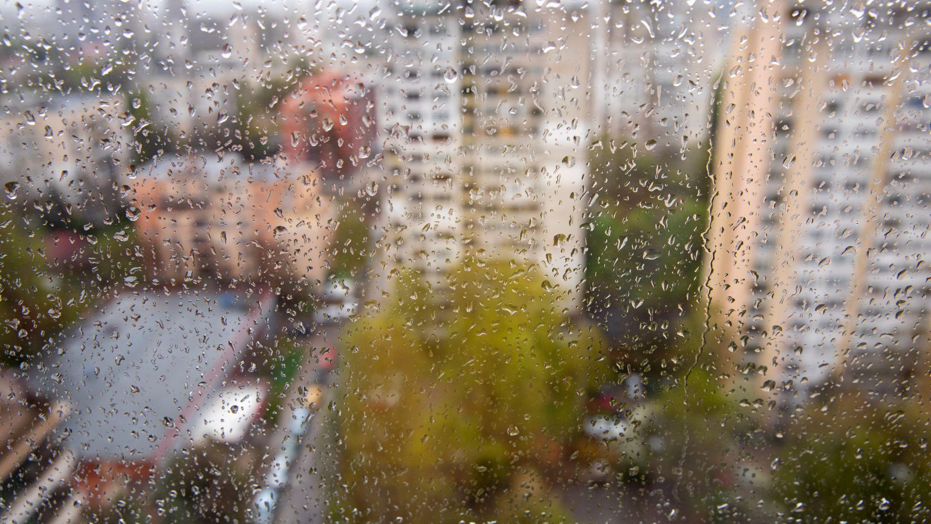 Слънчевото лято се отлага: Втора седмица на бури, дъжд и градушки