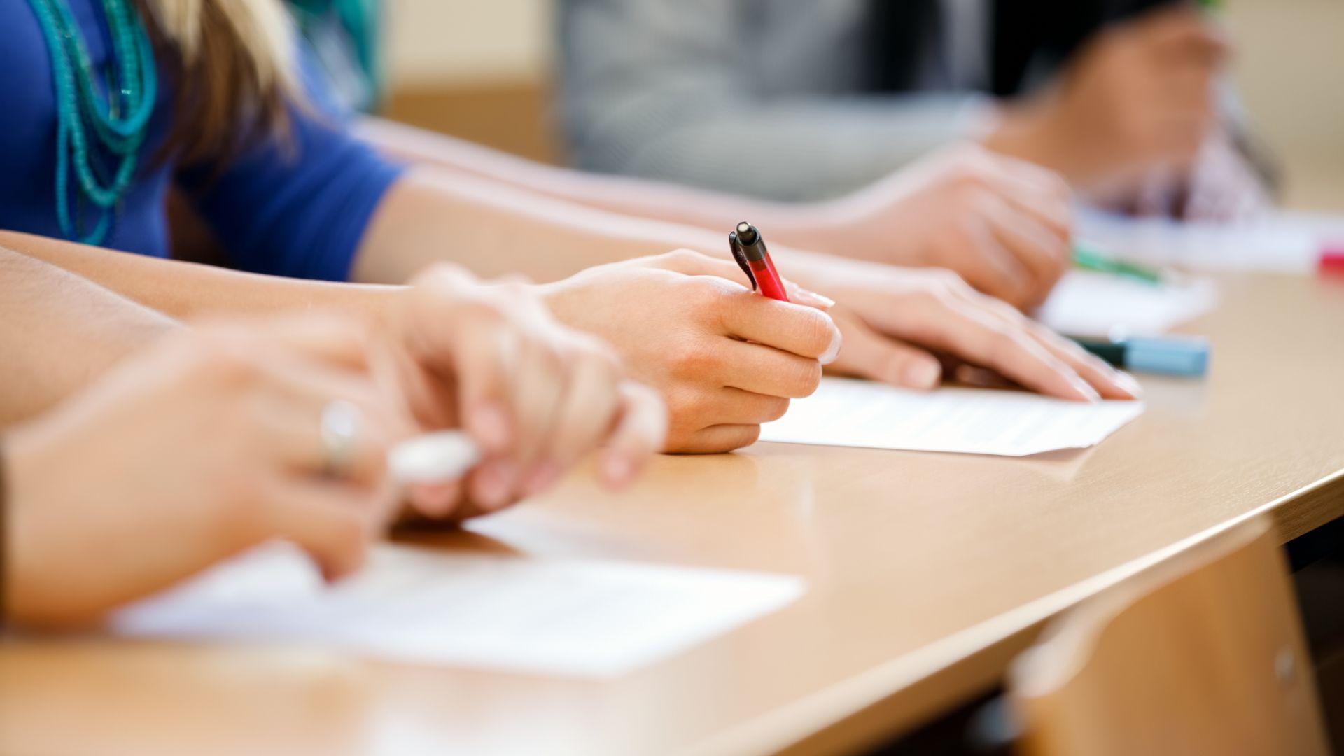 Седмокласниците пишат по вариант 2 на матурата по математика
