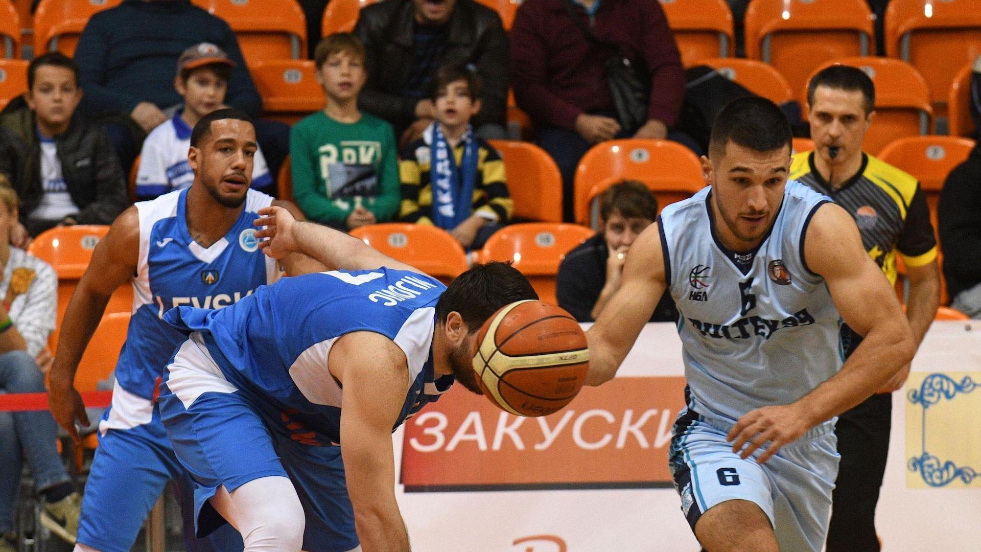 Академик ще върви напред с ядро от български играчи