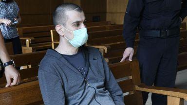 Четат присъдата на Викторио, който застреля жена си и бебето си, през октомври