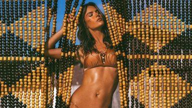 Горещата Алесандра Амброзио завладя плажовете на Малибу със своя сексапил