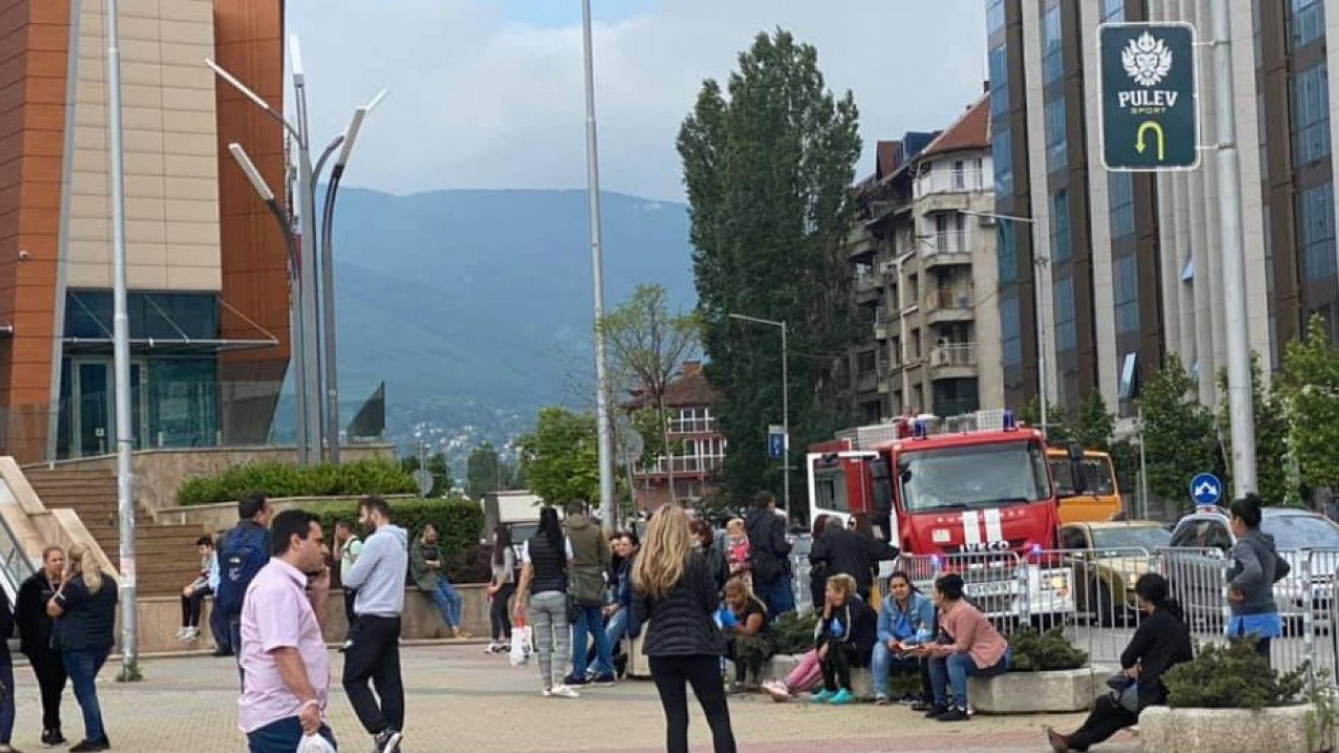 Евакуация в столичен мол заради късо съединение