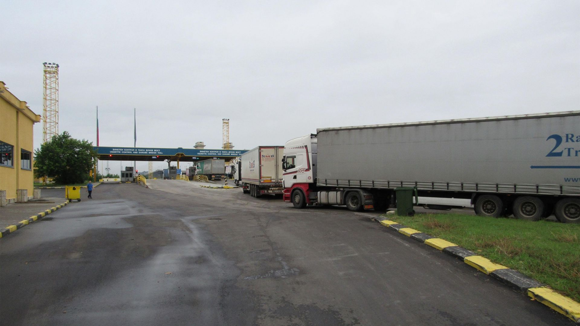 "Огромни опашки на ""Дунав мост"", близо 1000 румънски коли влезли у нас"