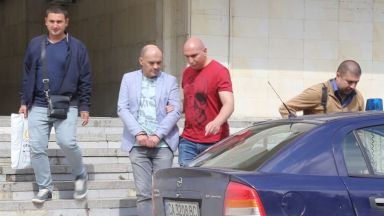 Задържаха хирург в Добрич за детска порнография