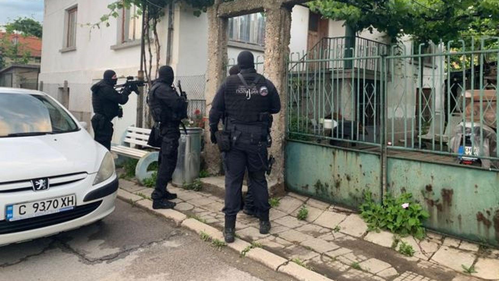 Има задържани при спецоперация на прокуратурата за кражби, извършени в Италия (снимки/видео)