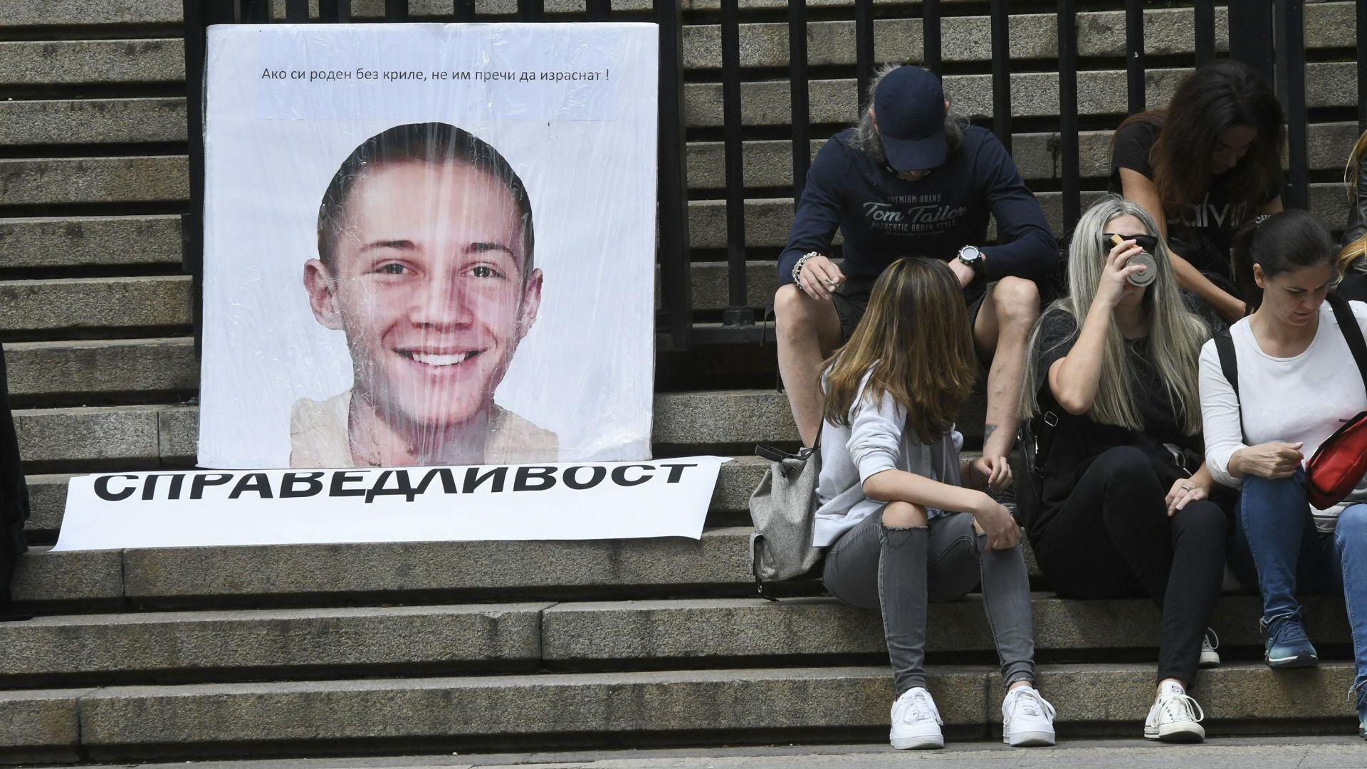 Протест преди делото за убийство в Борисовата градина (обновена и снимки)