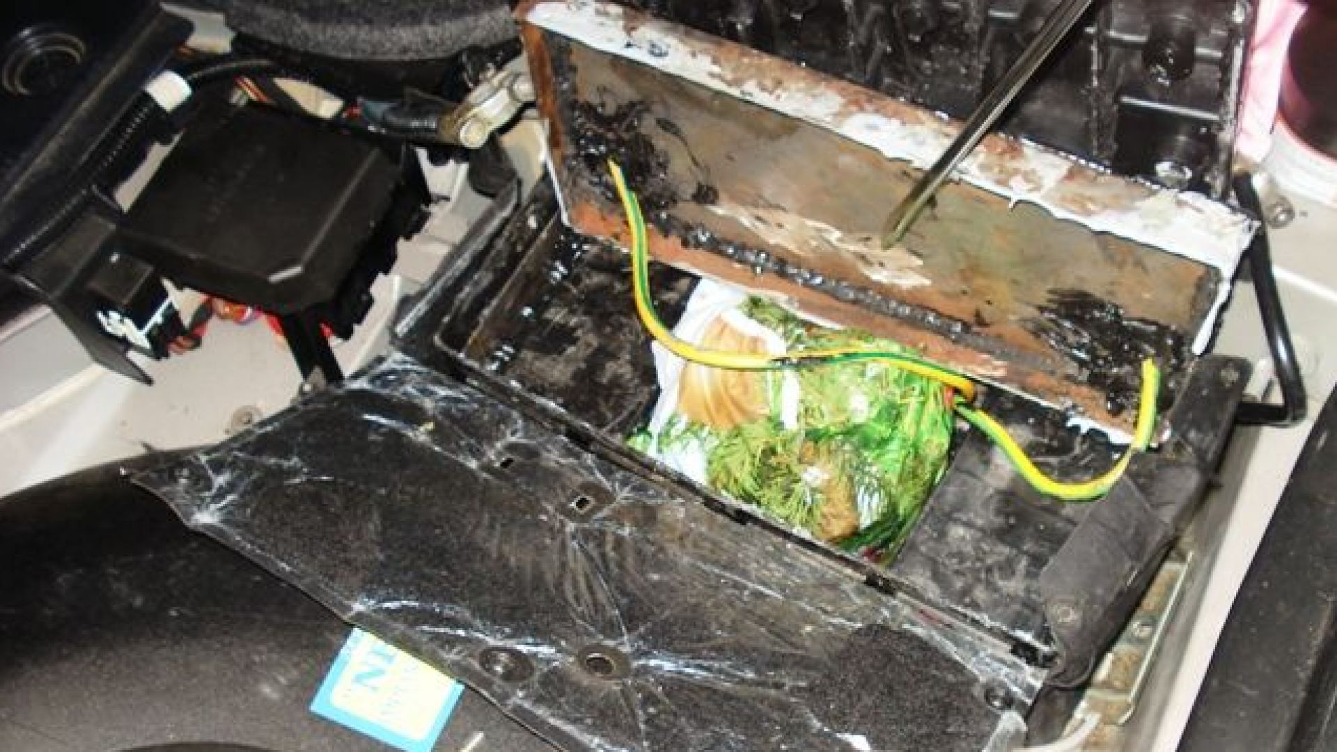 На границата откриха метамфетамин, укрит в акумулатор (снимки)
