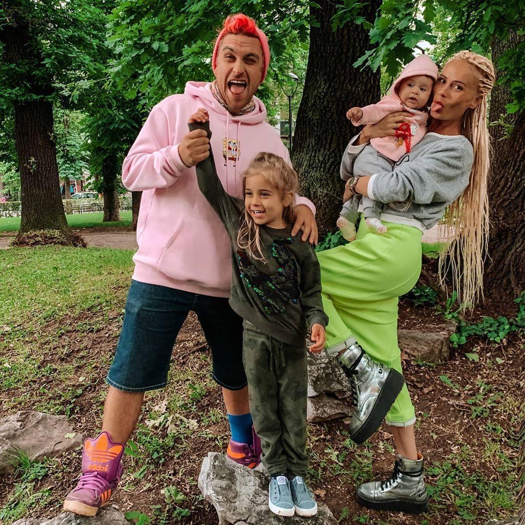 Бедрос и Алекс с децата им - Еди и Кай