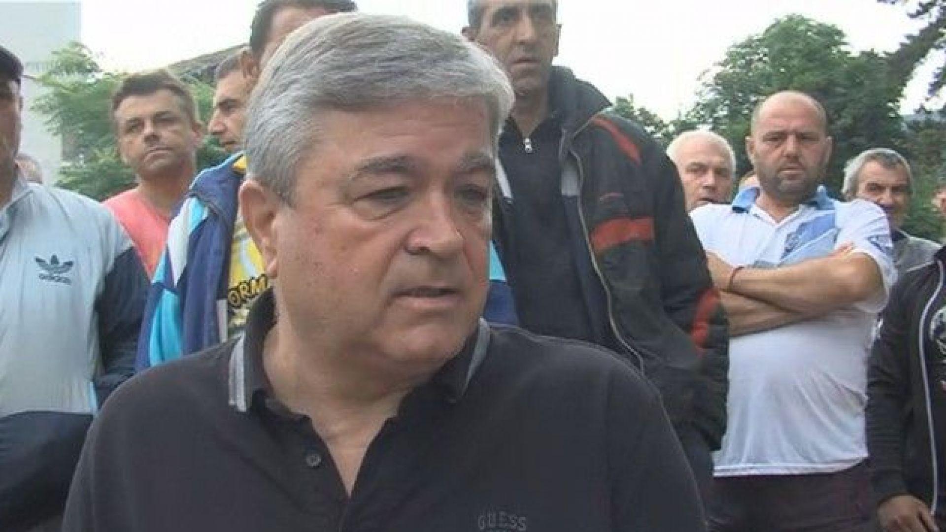Служители на дърводобивни фирми на протест срещу директор на горско стопанство