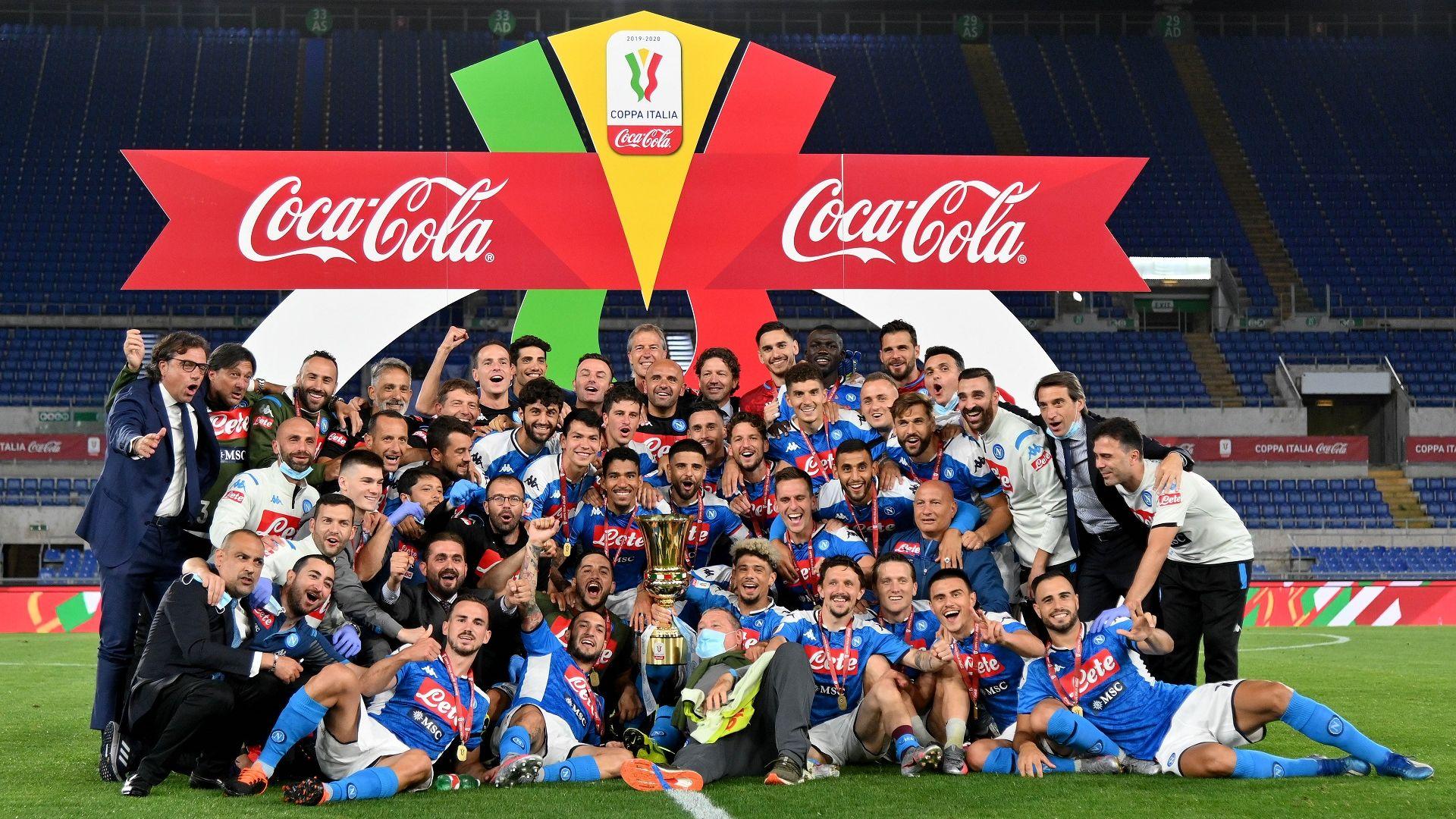 Неапол празнува! Дузпи лишиха Роналдо и Юве от Купата