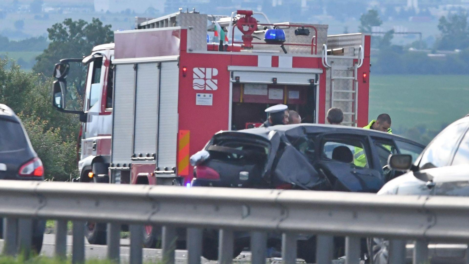 Кола-беглец от полицията предизвика тежка катастрофа с ранена без вина на магистралата