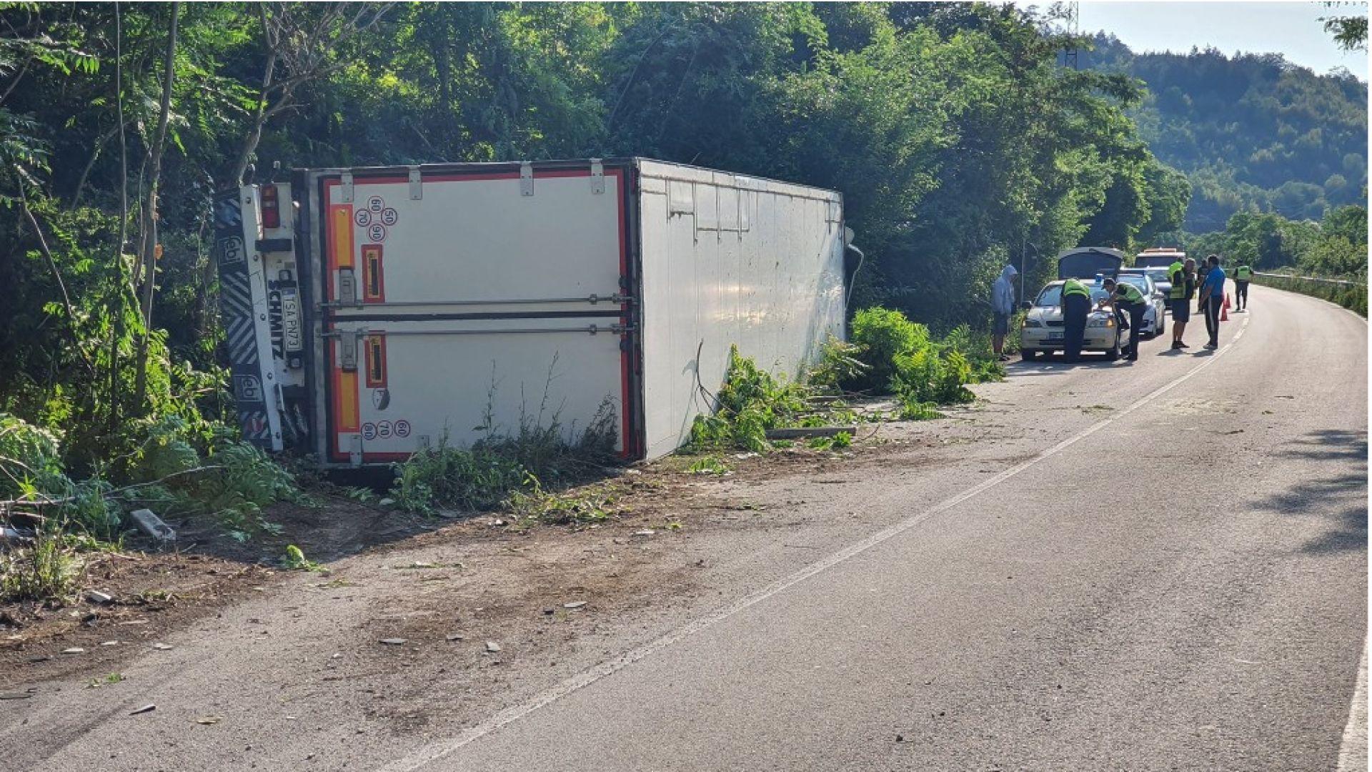 Три камиона катастрофираха в Искърското дефиле