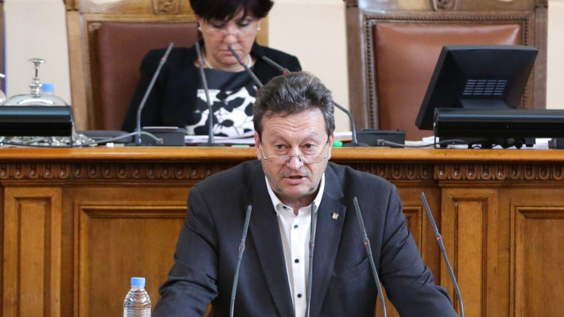 Парламентът избра само трима членове на КЕВР