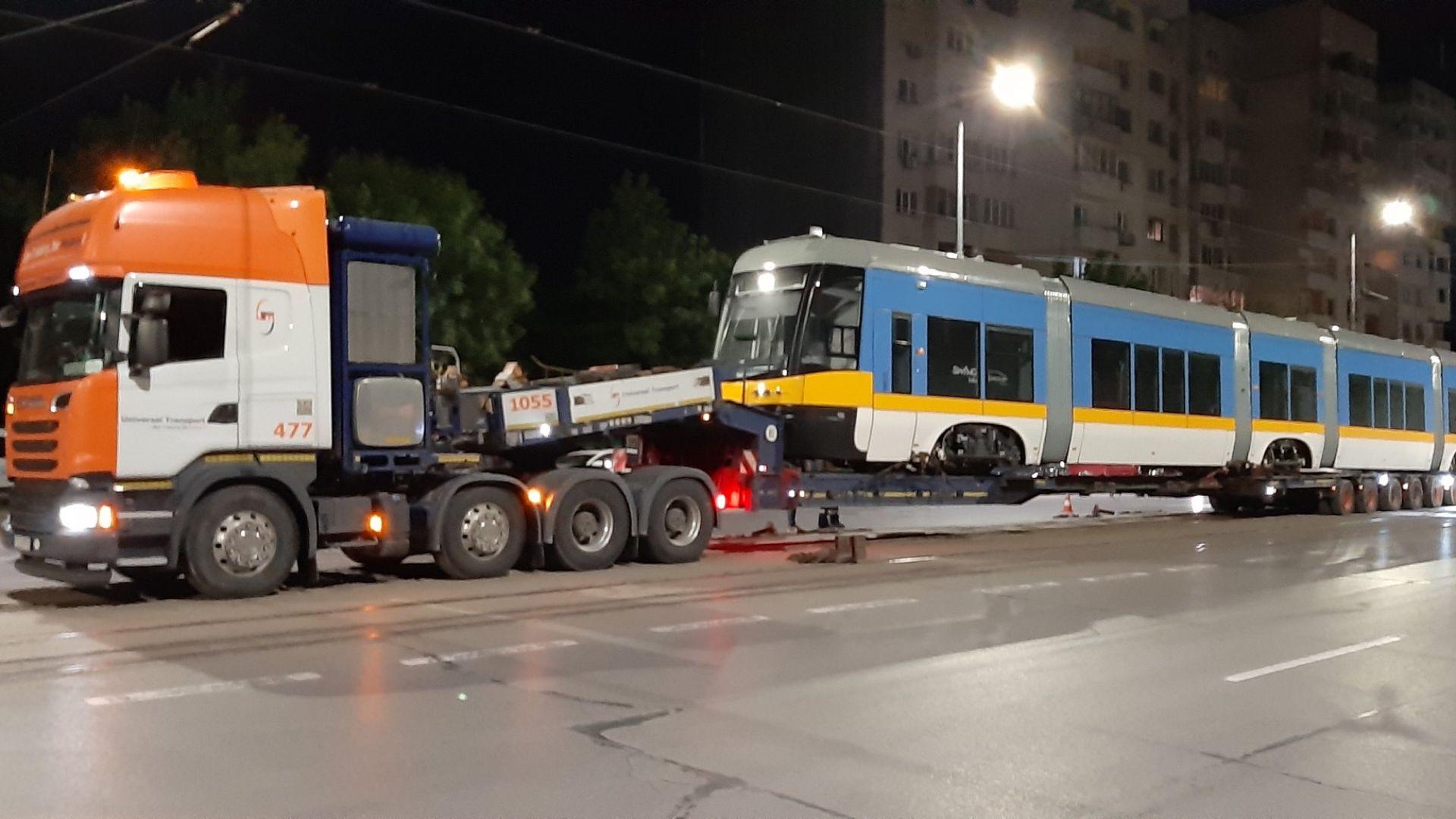 Пристигна и последният от 13-те нови трамвая в София