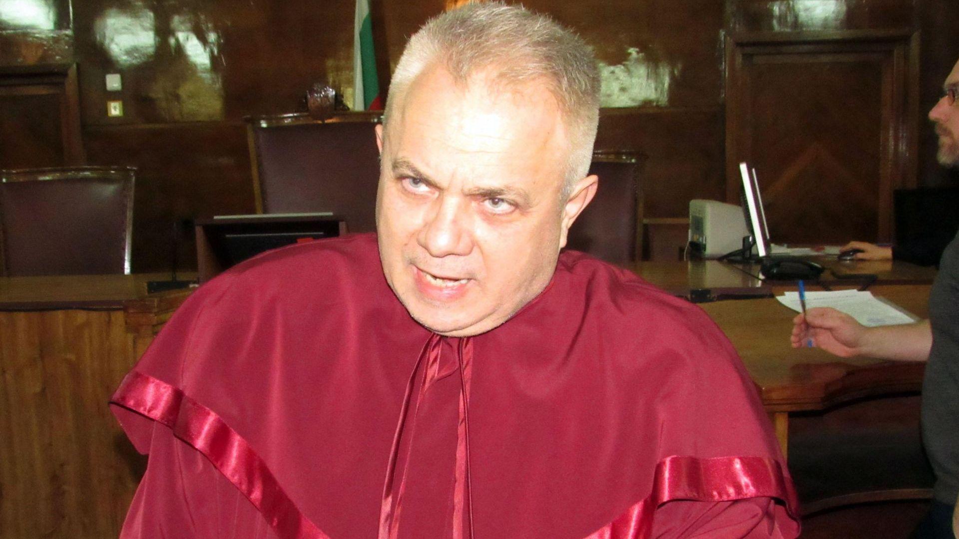 Разследват русенски прокурор заедно с Пламен Бобоков за търговия с влияние (снимки)