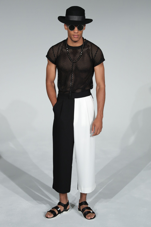 Прозрачна блуза на дефилето Пролет/Лято 2020 в Милано