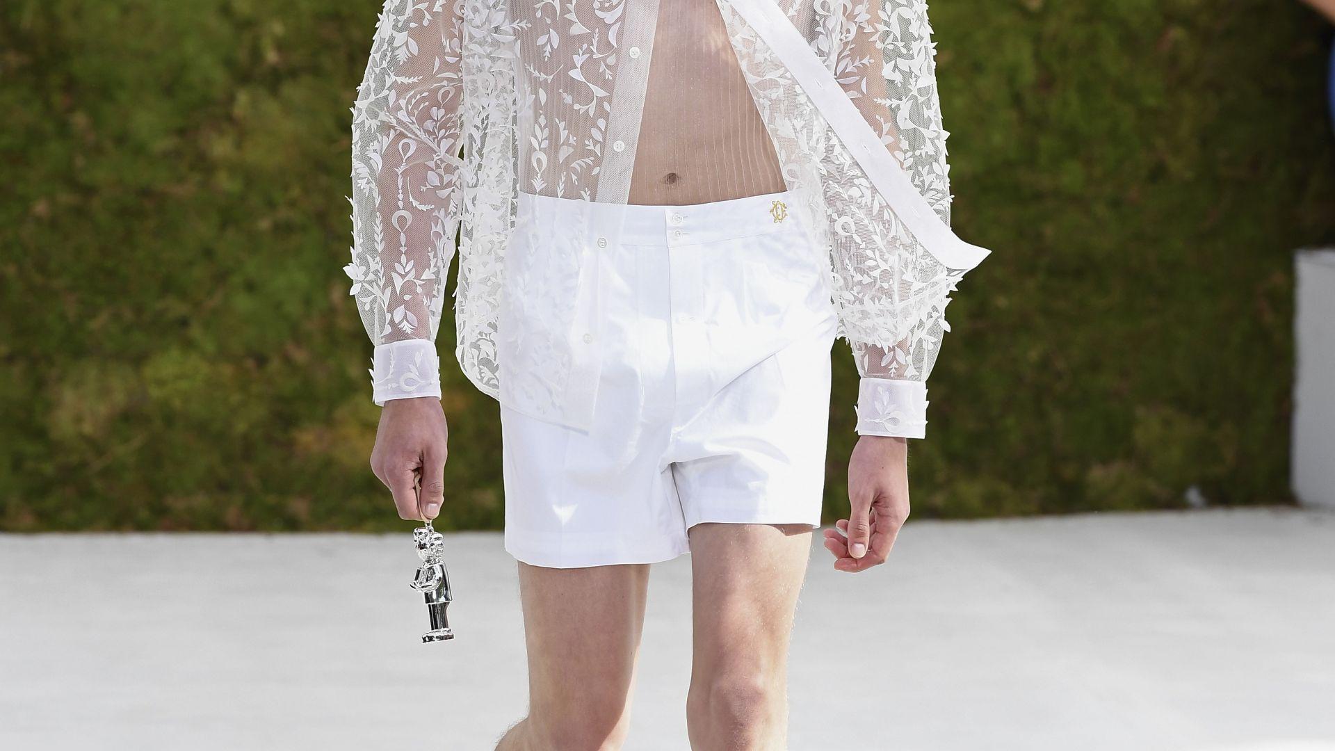Прозрачна риза на дефилето в Париж