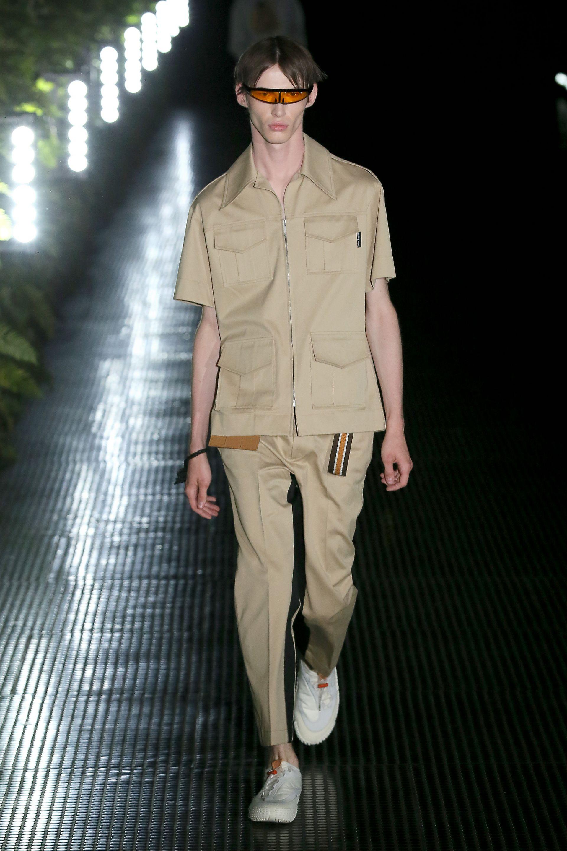 Пясъчни цветове за широки панталони и повече вдъхновение от сафари културата и униформите