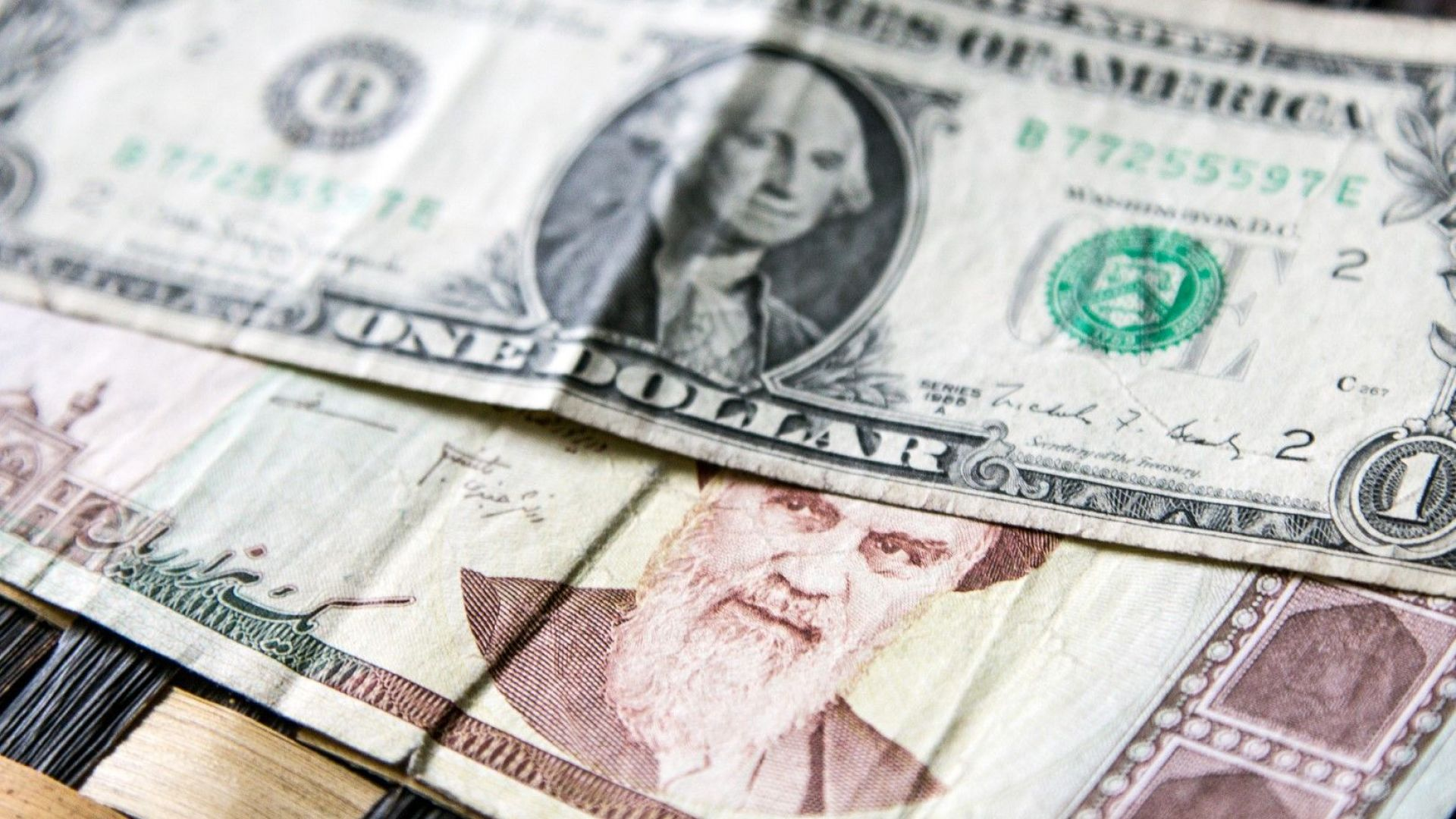 Иранската валута отбеляза исторически минимум спрямо долара