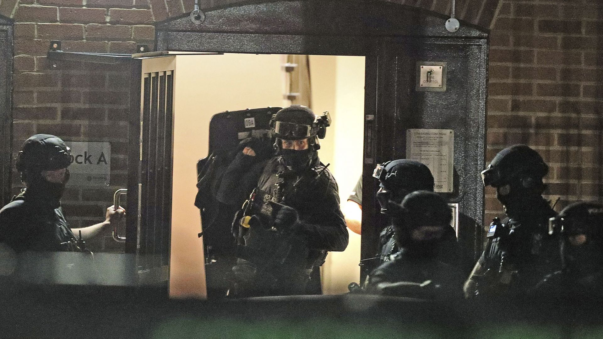 Трима убити при среднощна касапница в английския град Рединг (снимки)