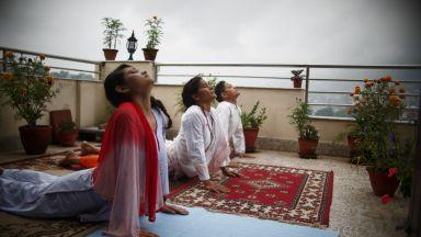 Индийският премиер: Йогата помага за победа над коронавируса