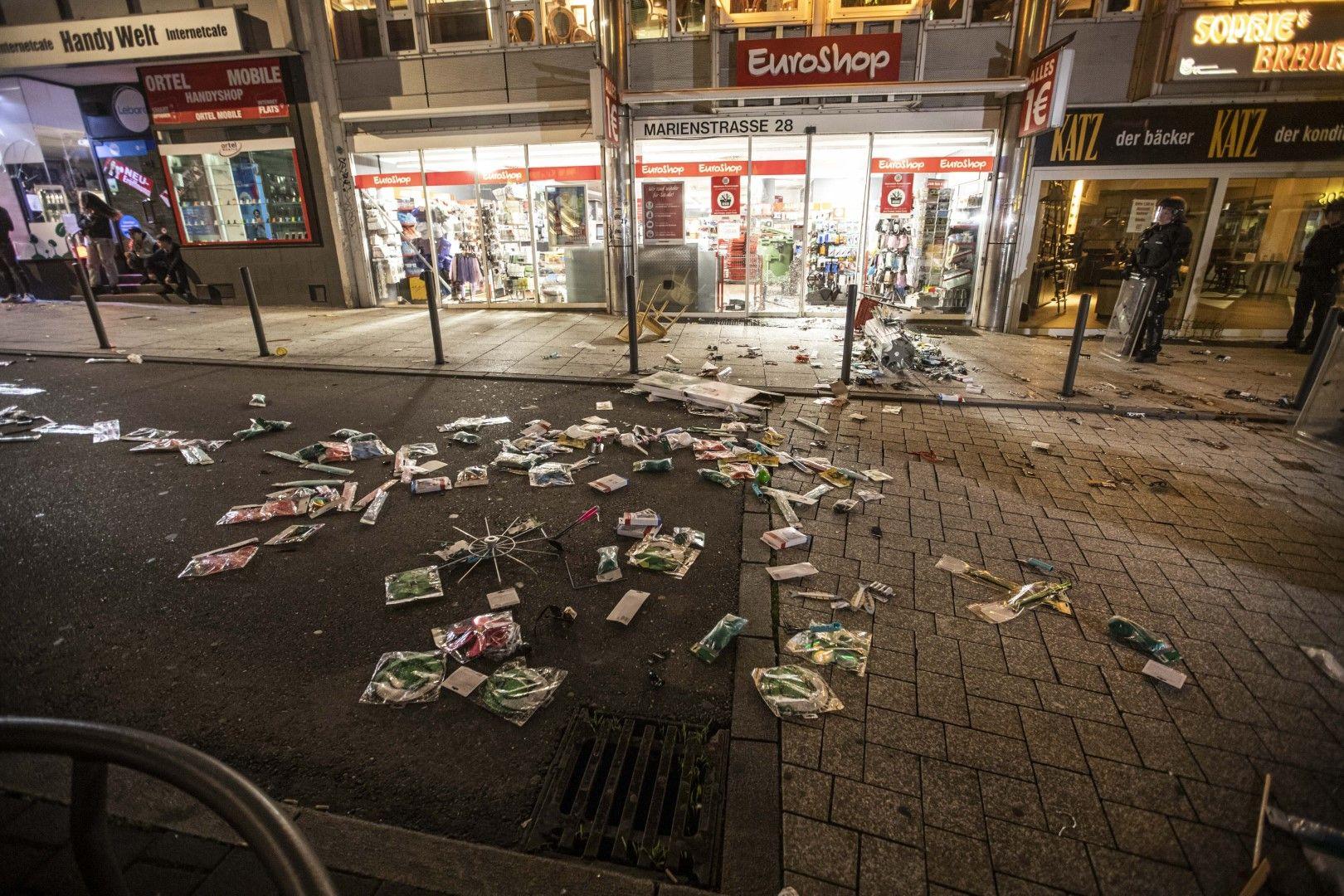 Атакувани са били много магазини в центъра на града