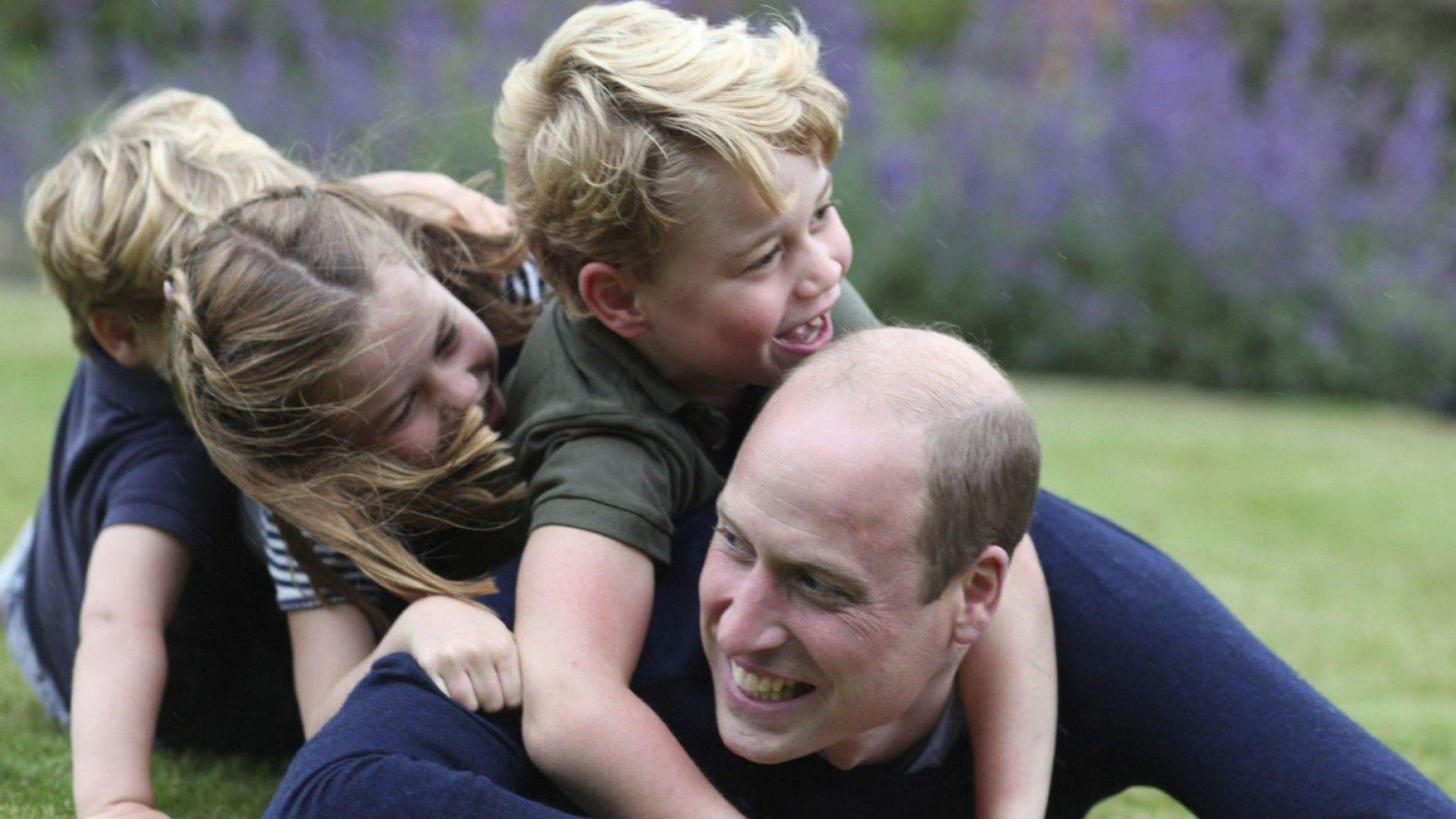 Принц Уилям публикува свои снимки по случай рождения си ден и Деня на бащата